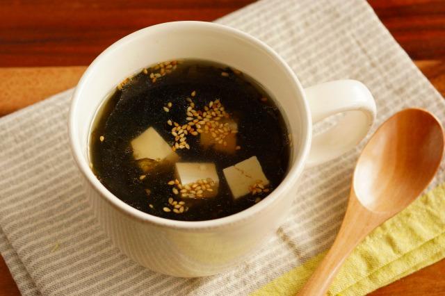 黒ばら海苔と豆腐とごまのスープ
