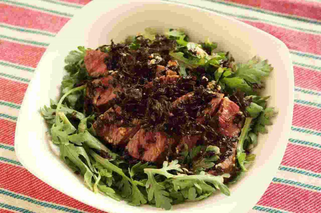 黒ばら海苔と春菊のステーキサラダ